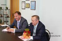 Глава городского округа Вячеслав Грибов и секретарь политсовета местного отделения партии Юрий Мурзаев провели  совместный прием граждан.